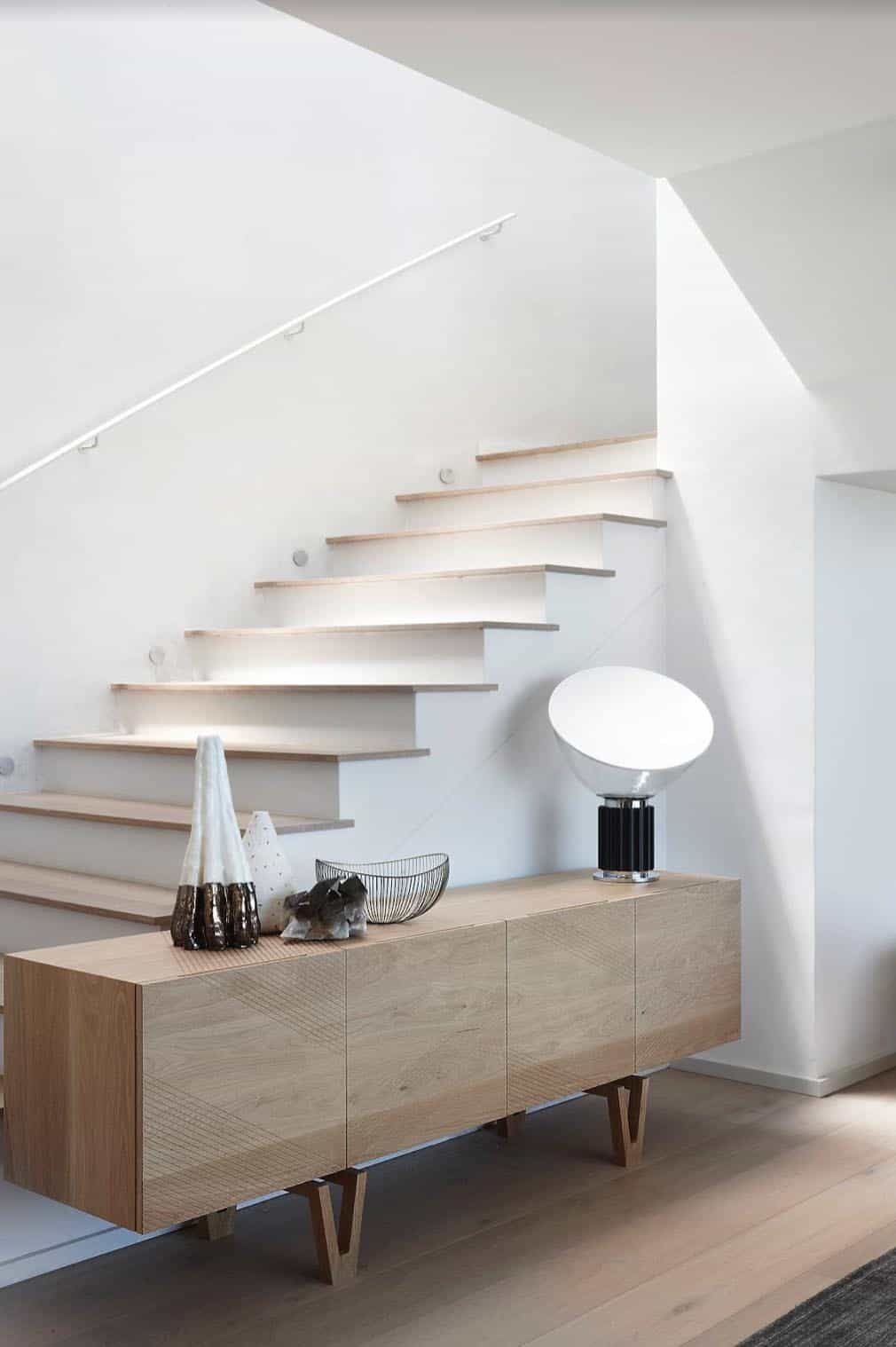 seaside-home-staircase