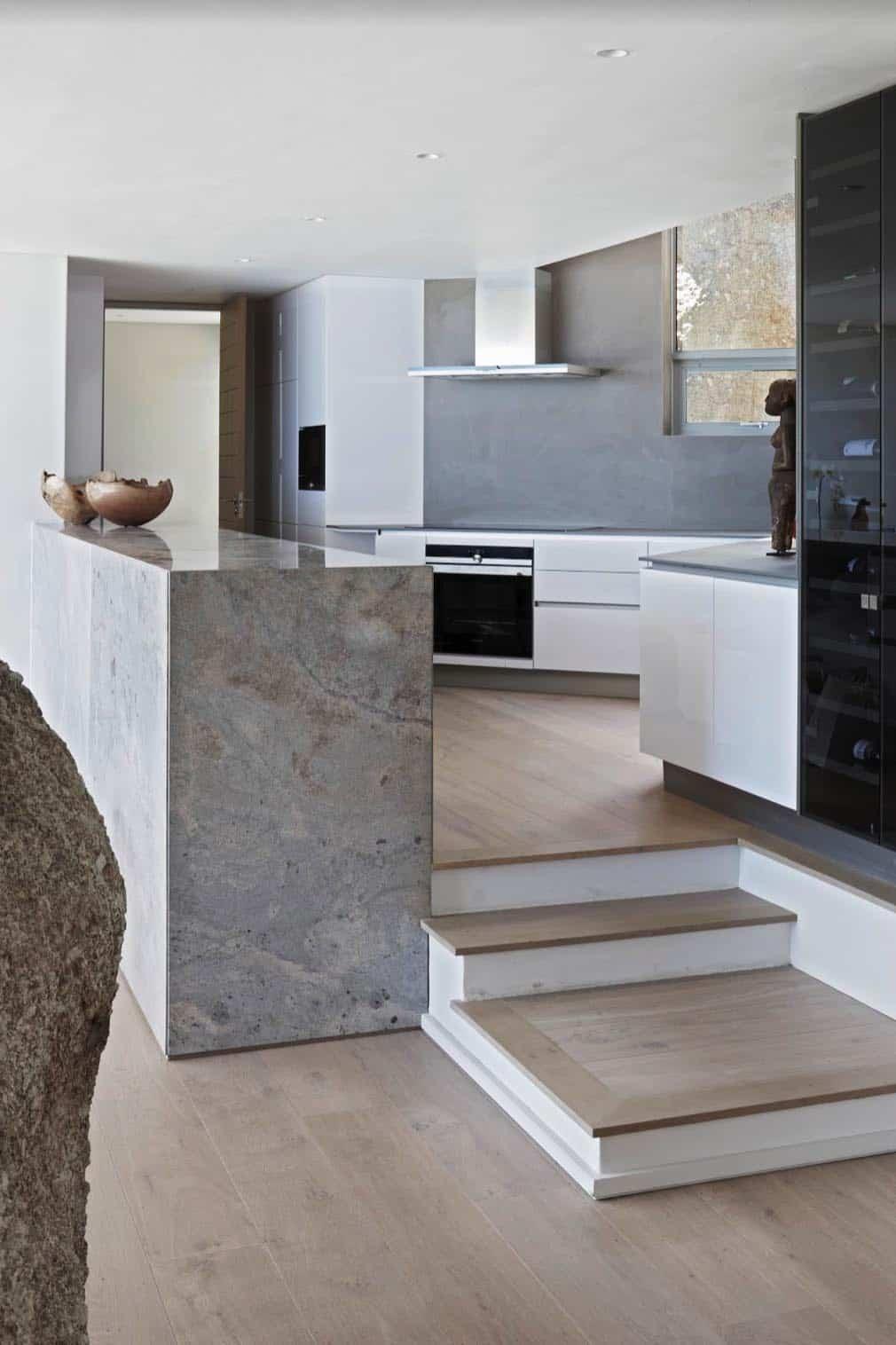 seaside-home-kitchen