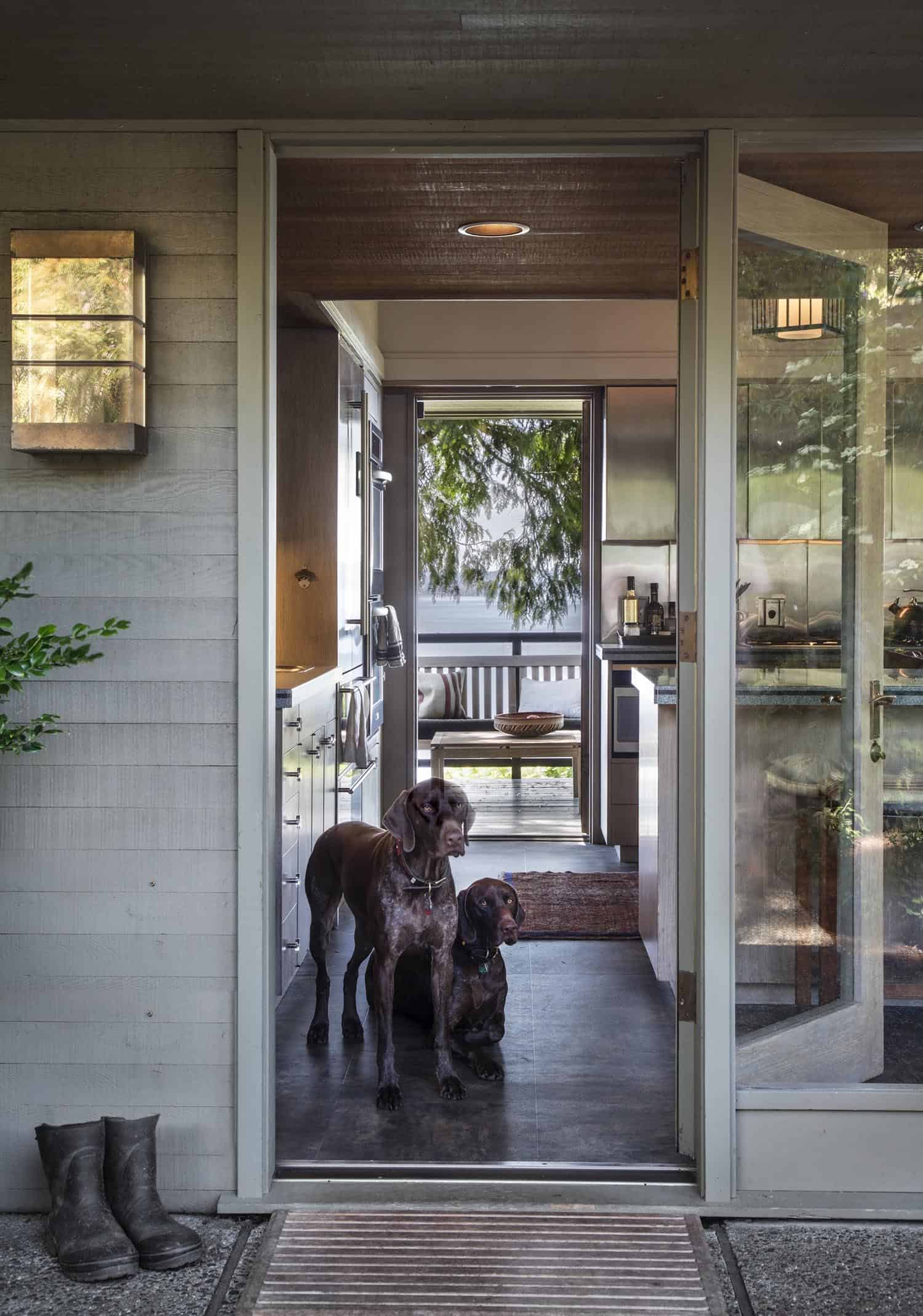 mid-century-home-entry