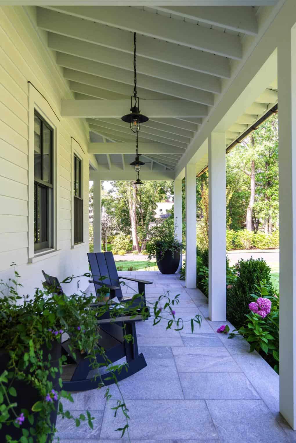 modern-day-traditional-farmhouse-porch
