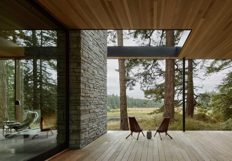 modern-glass-house-deck