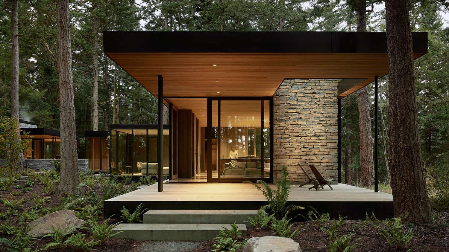 modern-glass-house-exterior