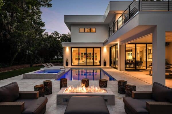 featured posts image for Ultra-sophisticated modern home in Florida surrounded by woodsy setting