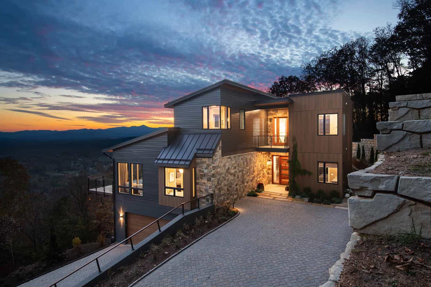 mountain-contemporary-home-exterior