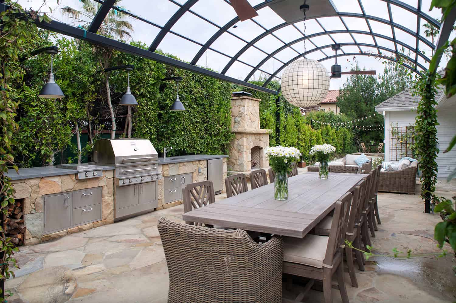 outdoor-kitchen-and-dining-with-pergola
