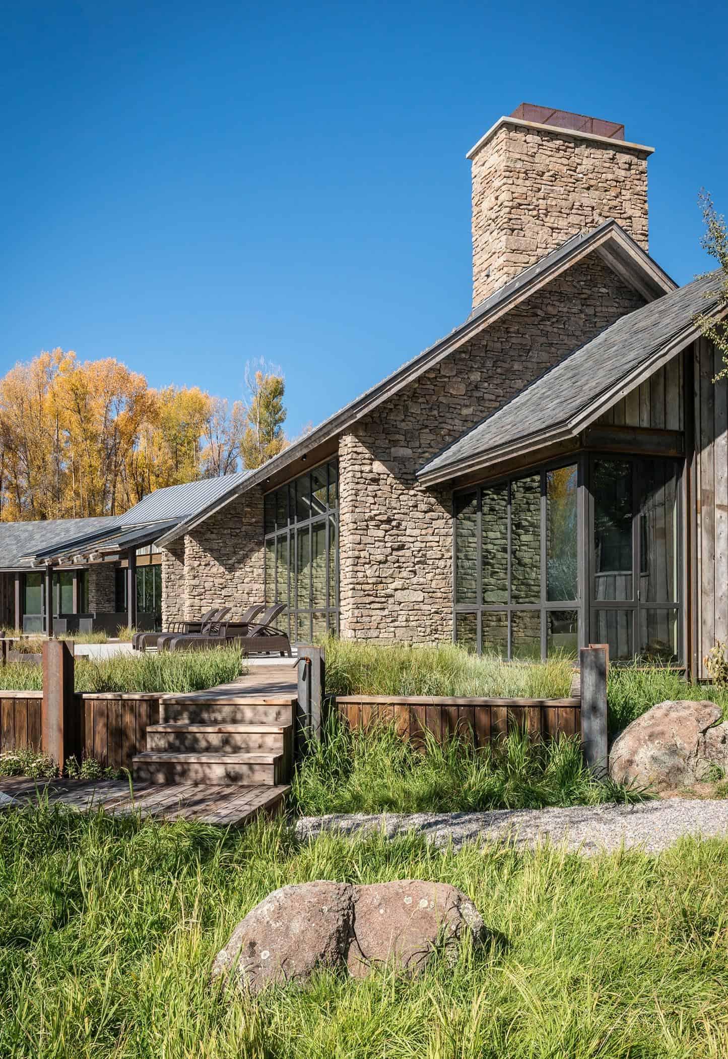 rustic-contemporary-exterior