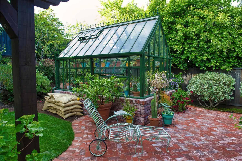 amazing-backyard-greenhouse-shed-ideas