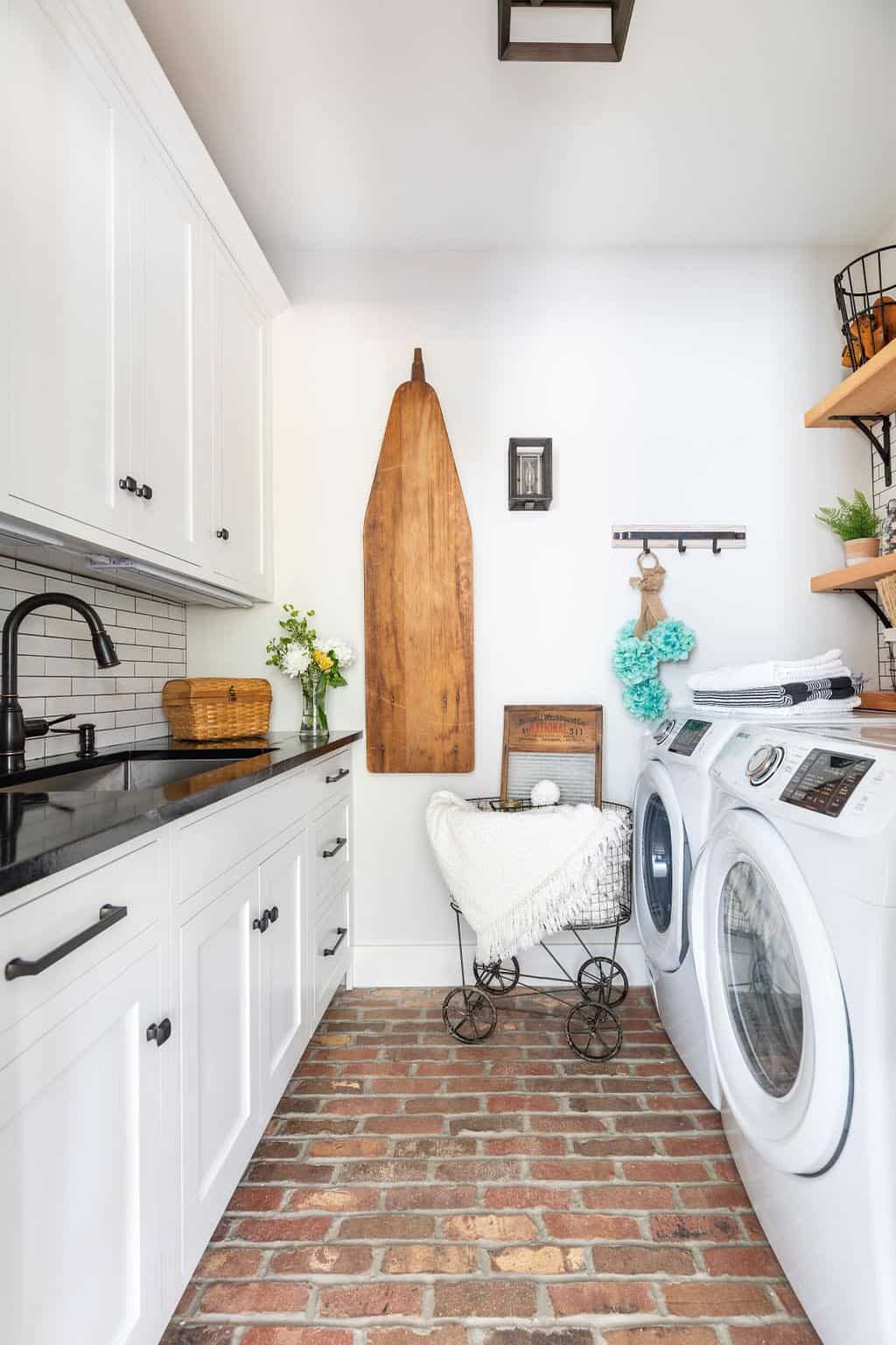 farmhouse-laundry-room