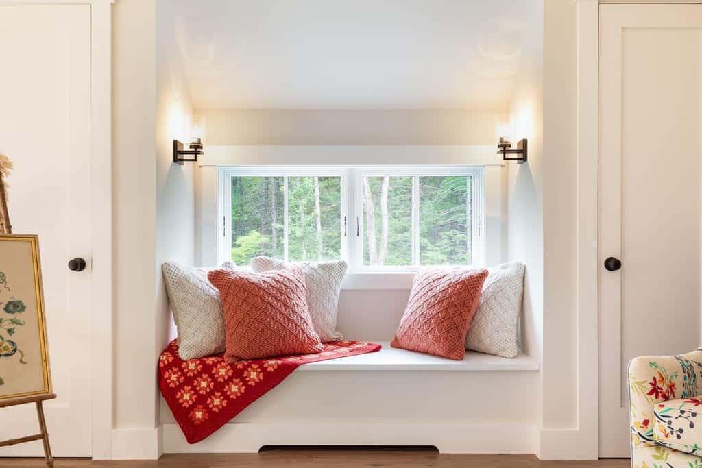 farmhouse-family-room-window-seat