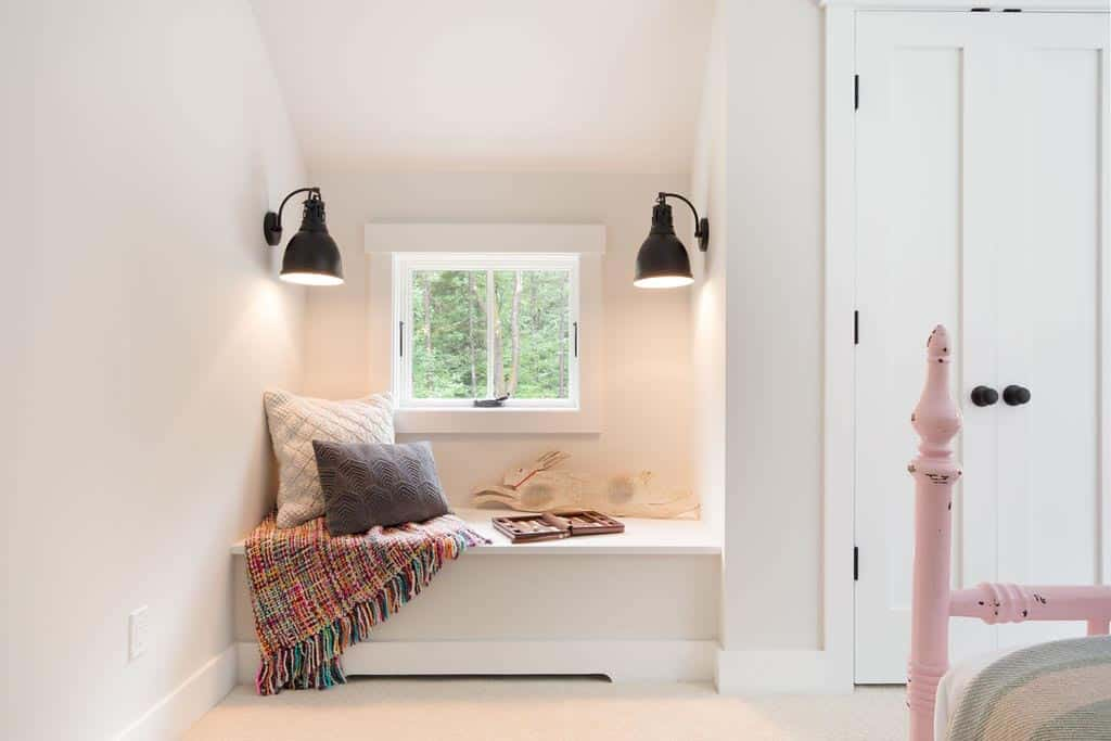 farmhouse-bedroom-window-seat
