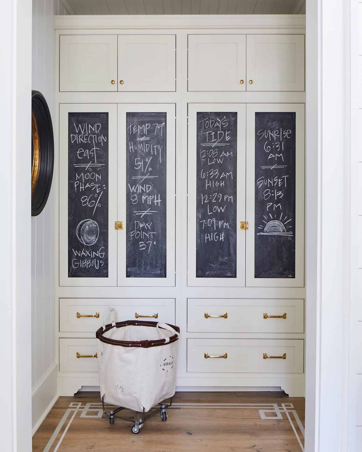 beach-style-mudroom