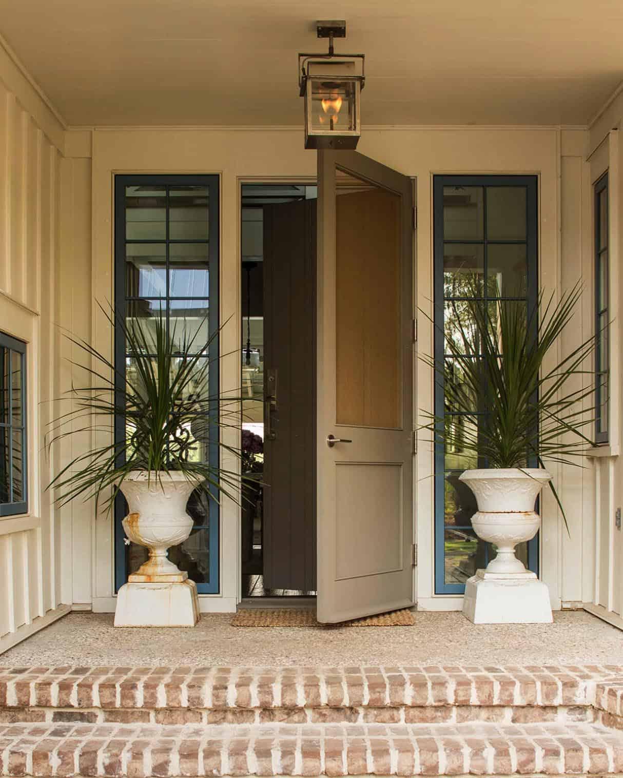 beach-style-house-entry
