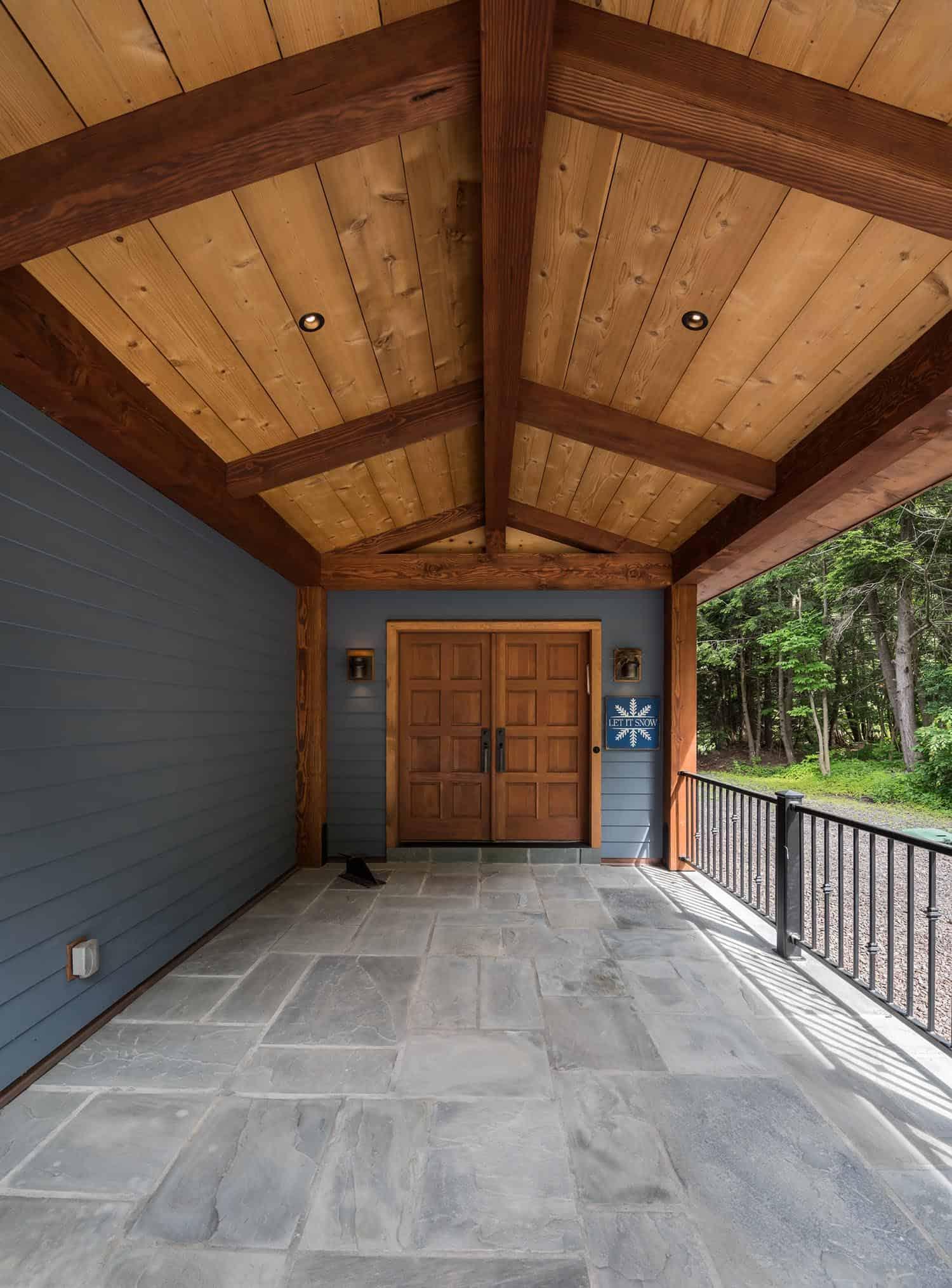 catskill-lodge-contemporary-entry