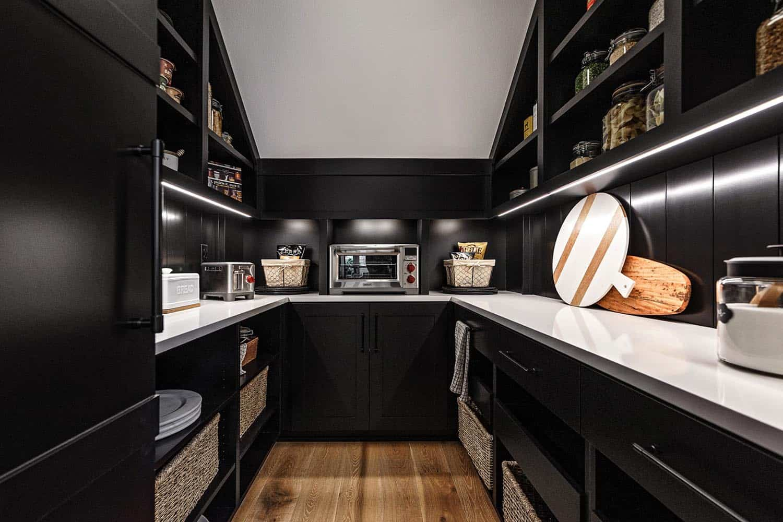 farmhouse-kitchen-pantry