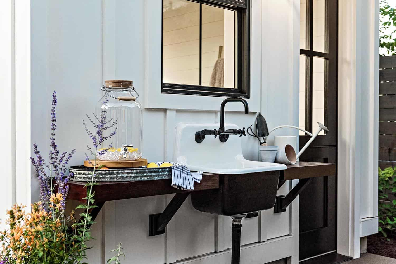 farmhouse-outdoor-sink