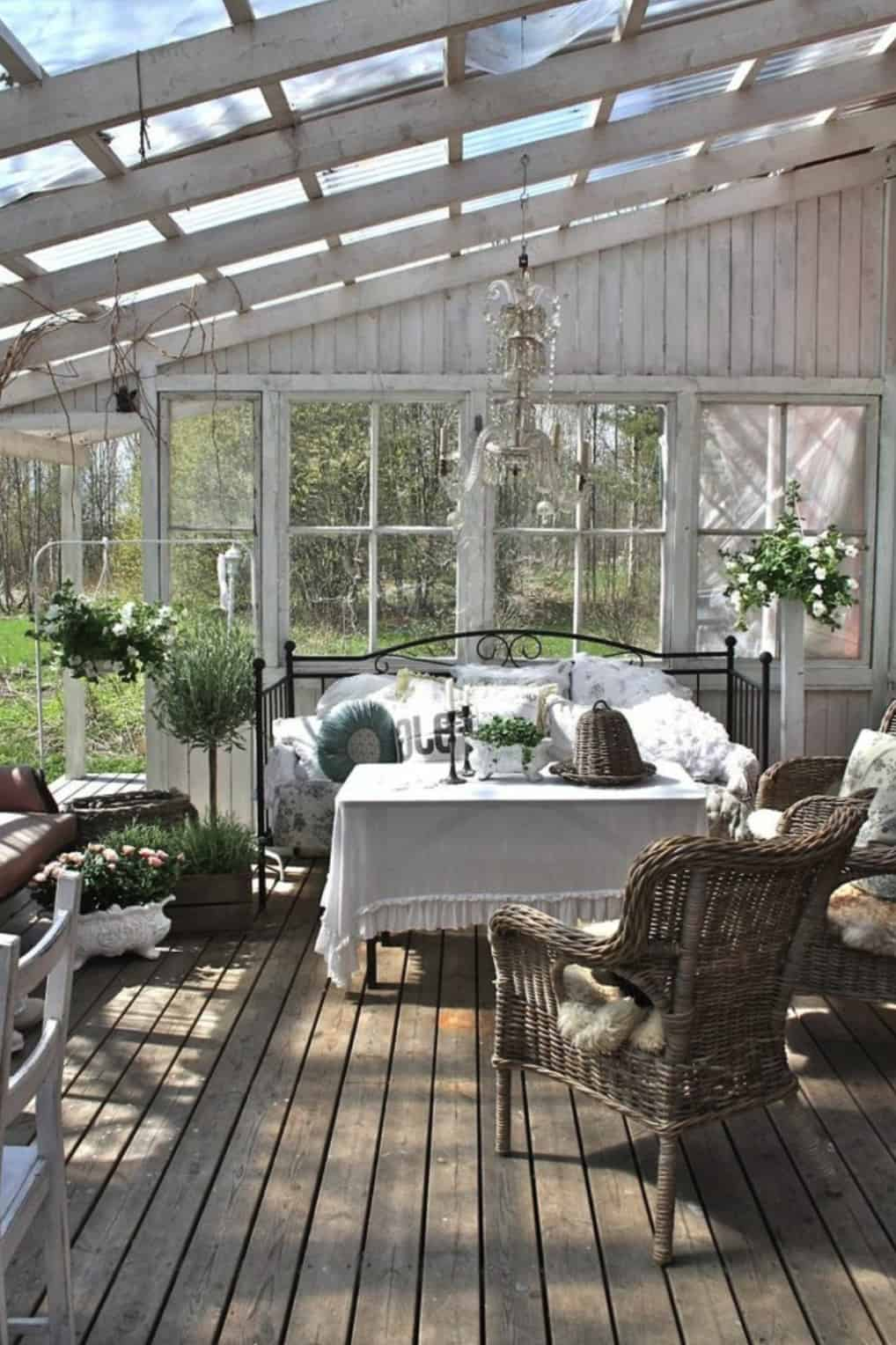 shabby-chic-sunroom-with-a-daybed