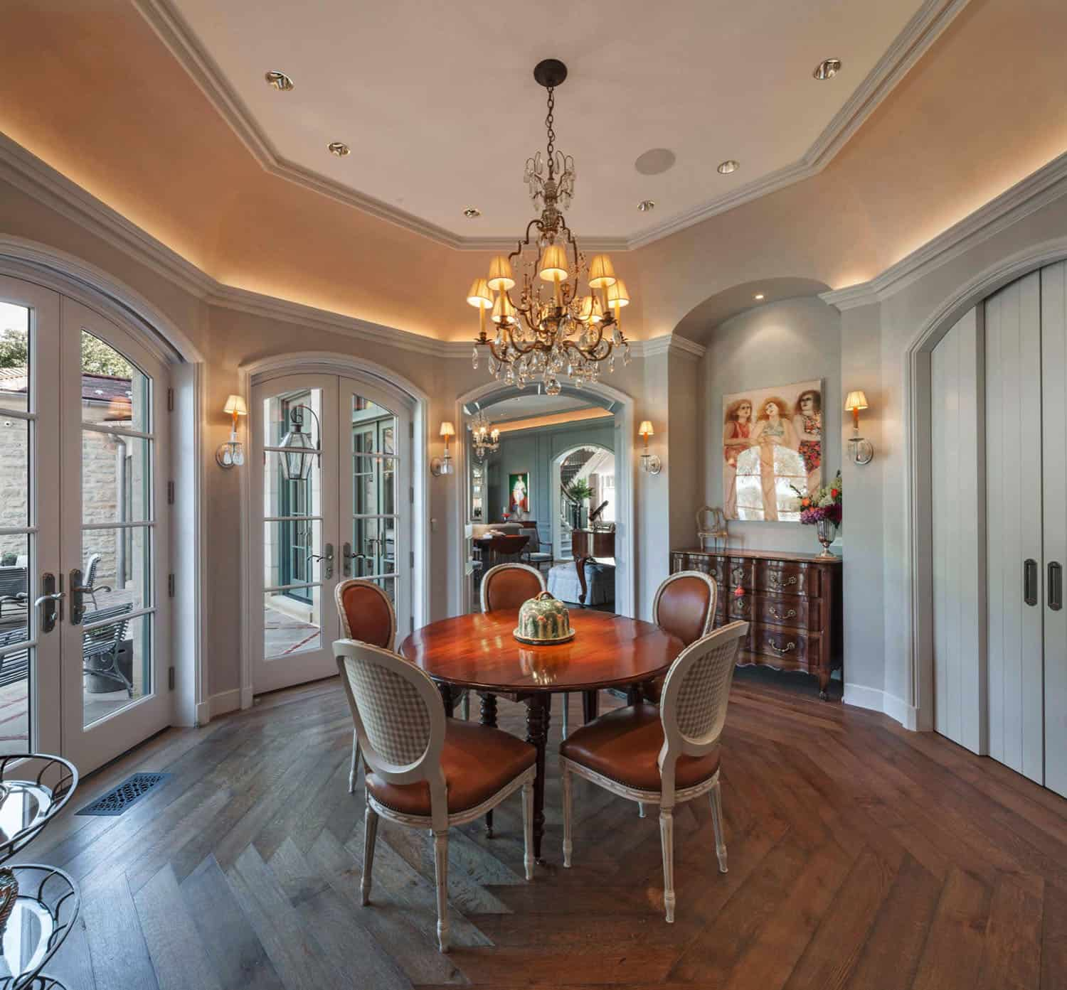 french-eclectic-dining-room