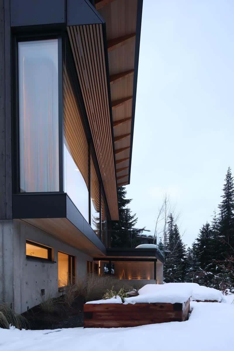 modern-alpine-ski-cabin-exterior