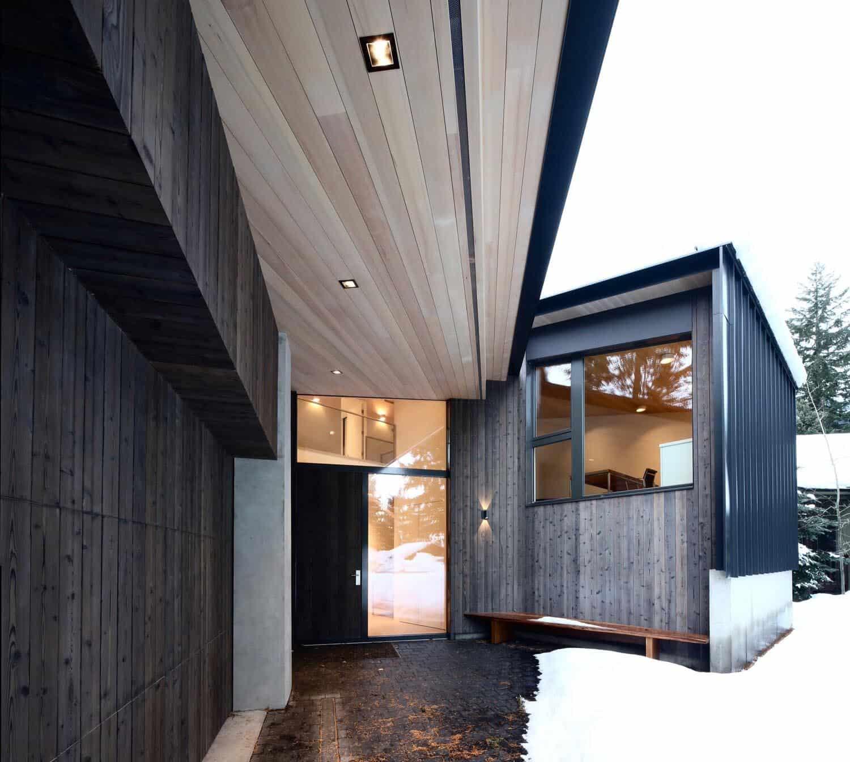 modern-alpine-ski-cabin-entry