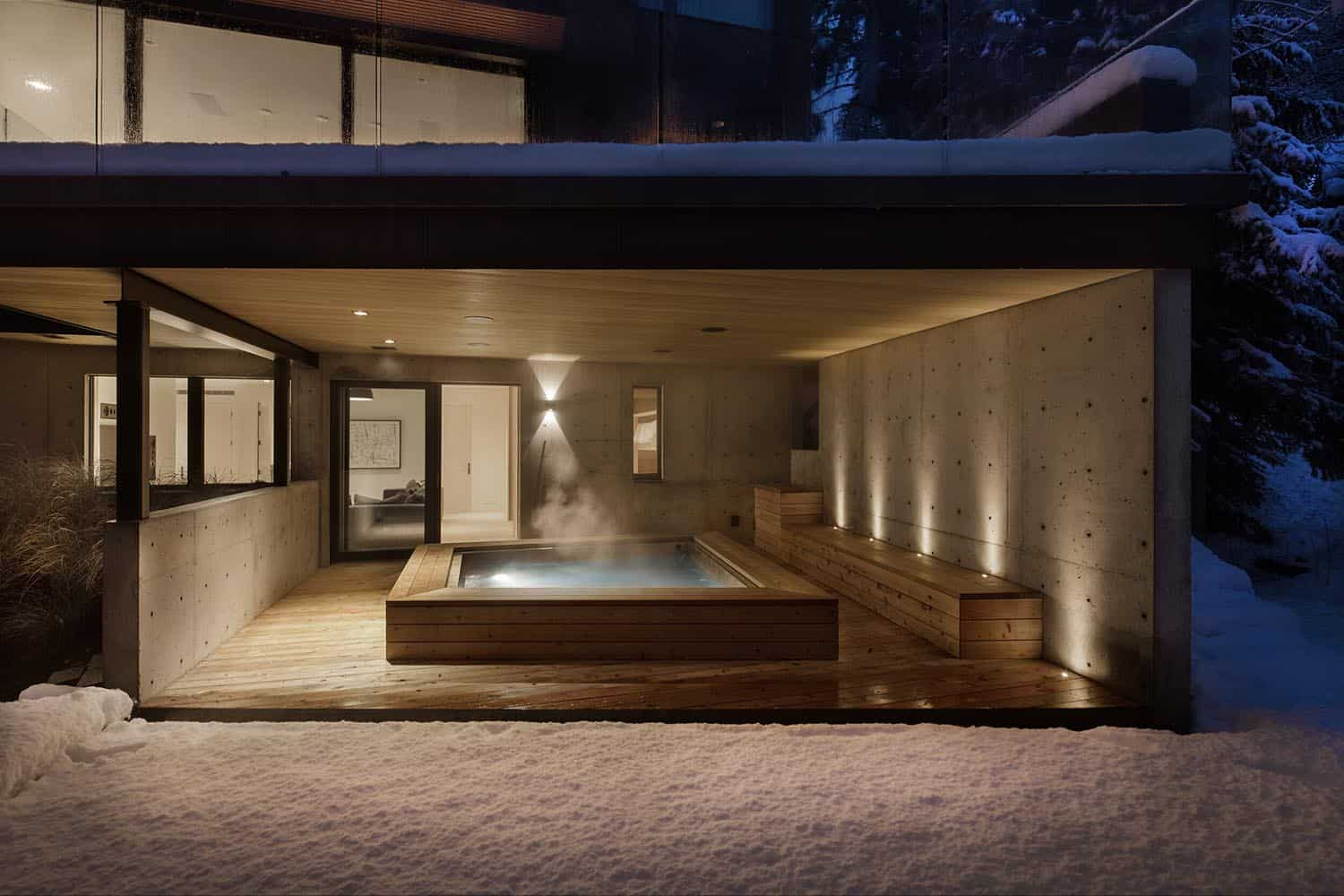 ski-cabin-hot-tub