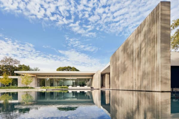 featured posts image for Glass and concrete home in Texas offers fabulous indoor-outdoor connectivity