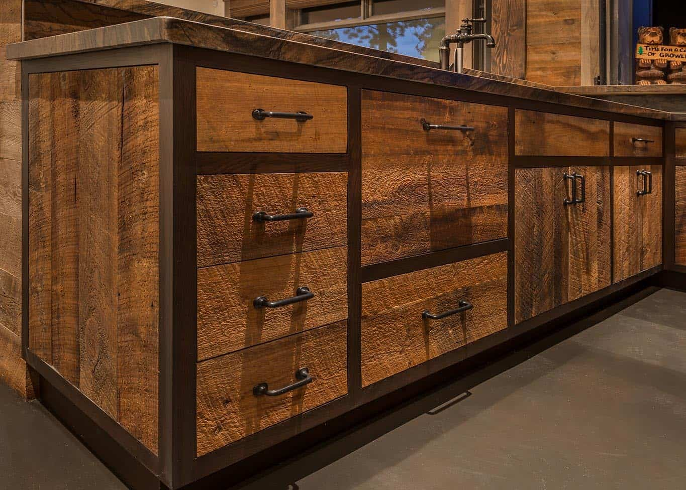 modern-rustic-home-bar