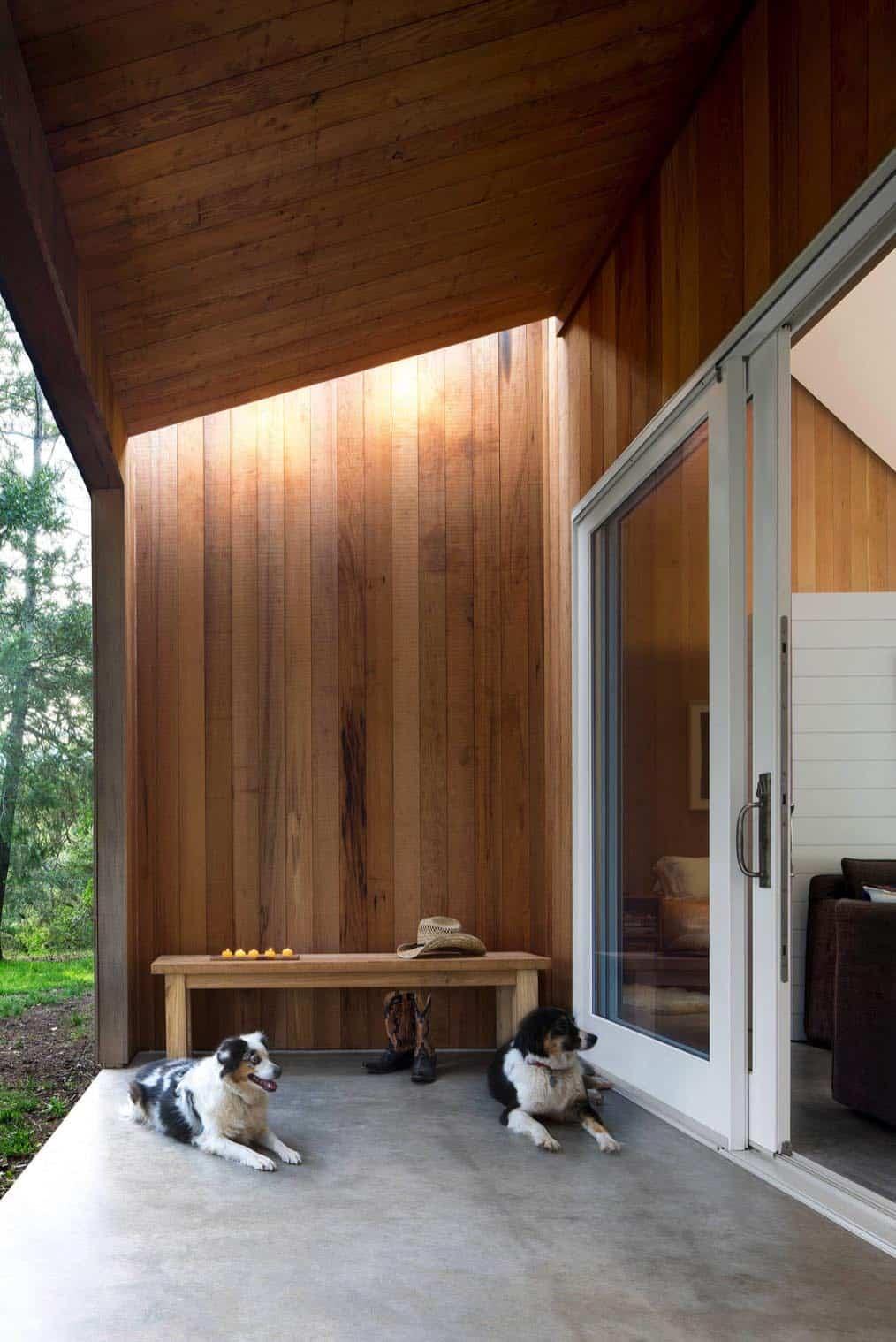 barn-style-cabin-porch