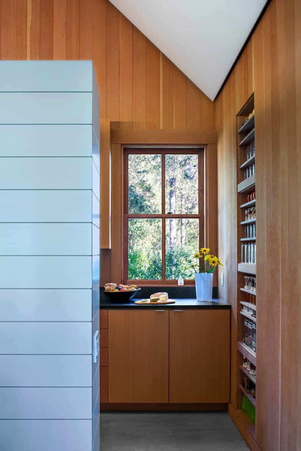 barn-style-cabin-kitchen