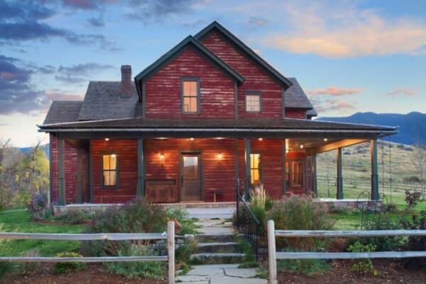 featured posts image for Inviting rustic ranch house embracing a picturesque Wyoming landscape
