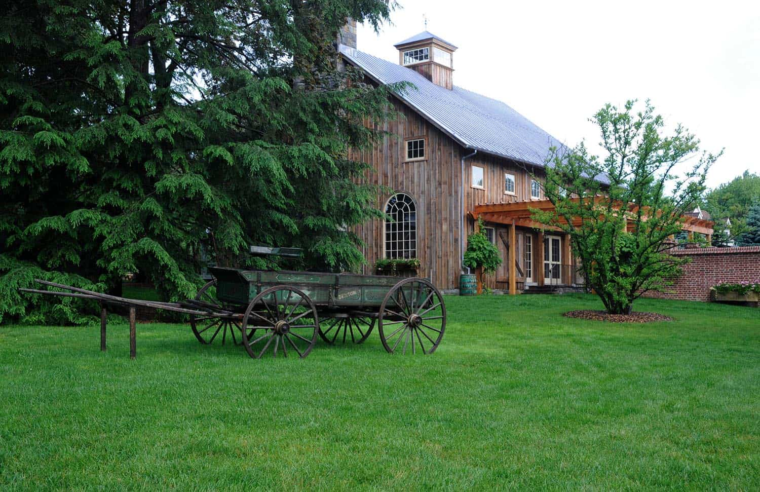 rustic-barn-farmhouse-exterior