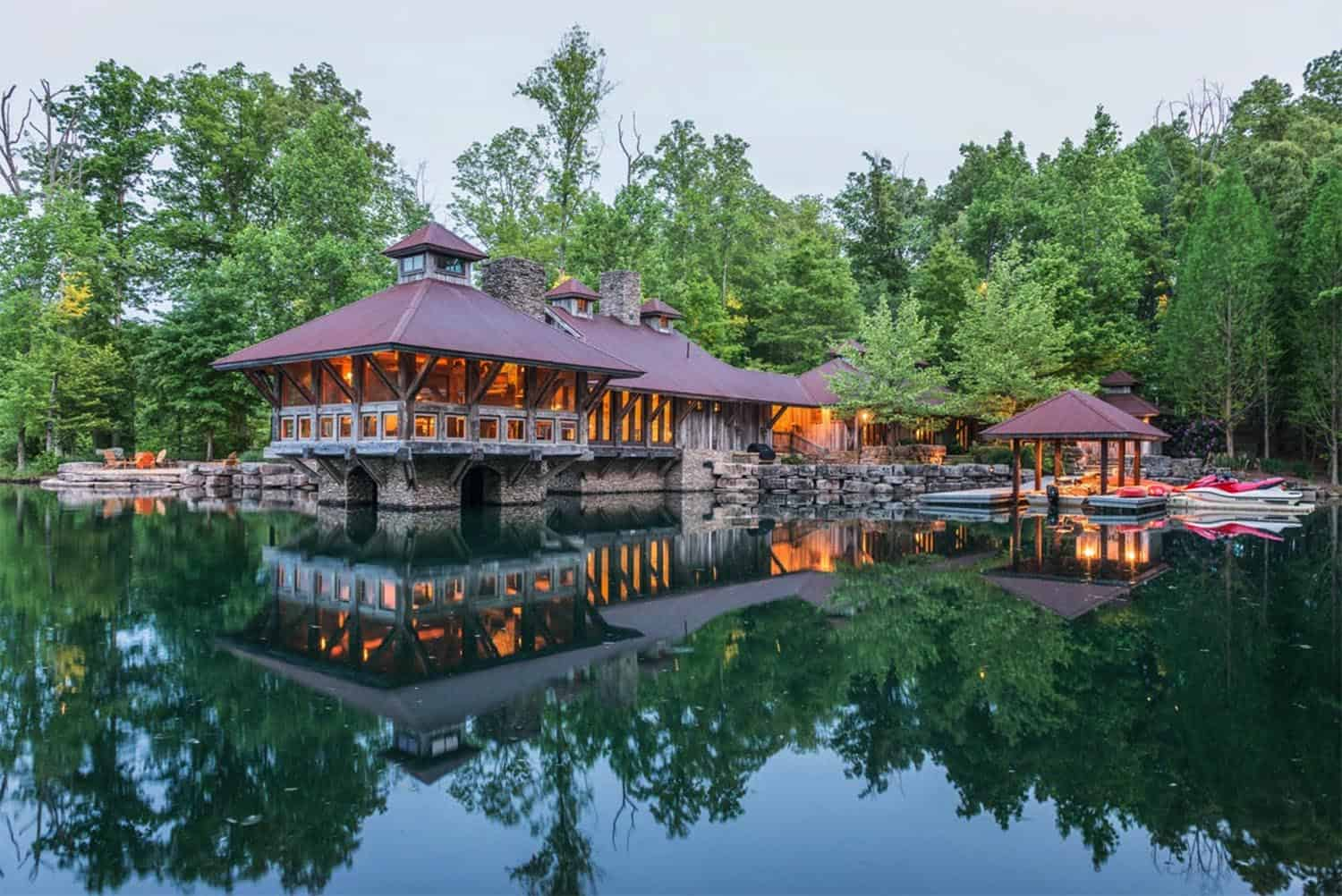 This gorgeous rustic sanctuary in Tennessee appears to float on water