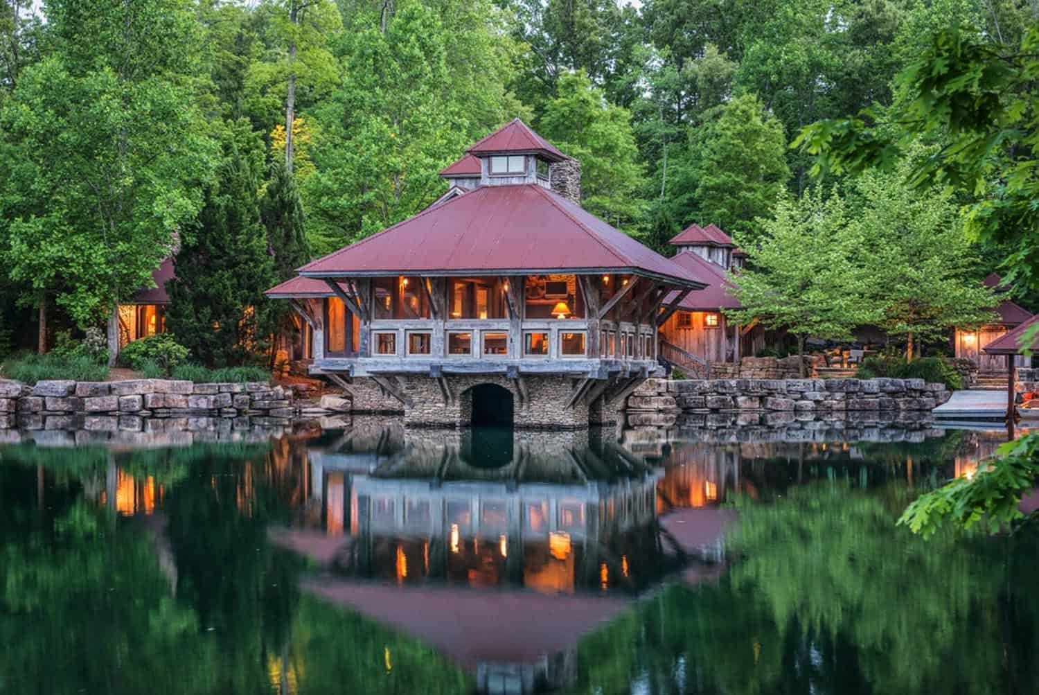 lake-house-rustic-exterior