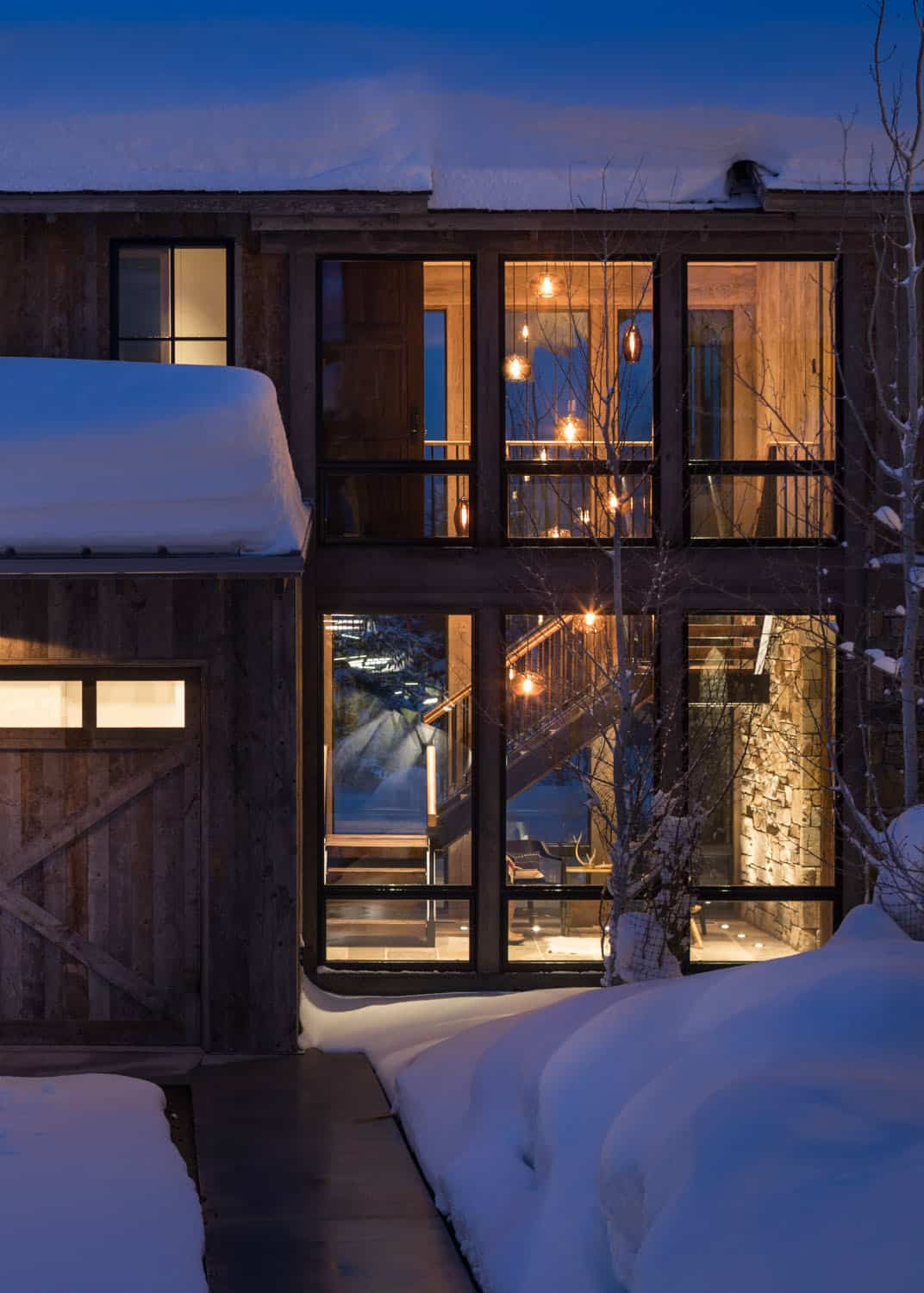 rustic-mountain-style-home-exterior
