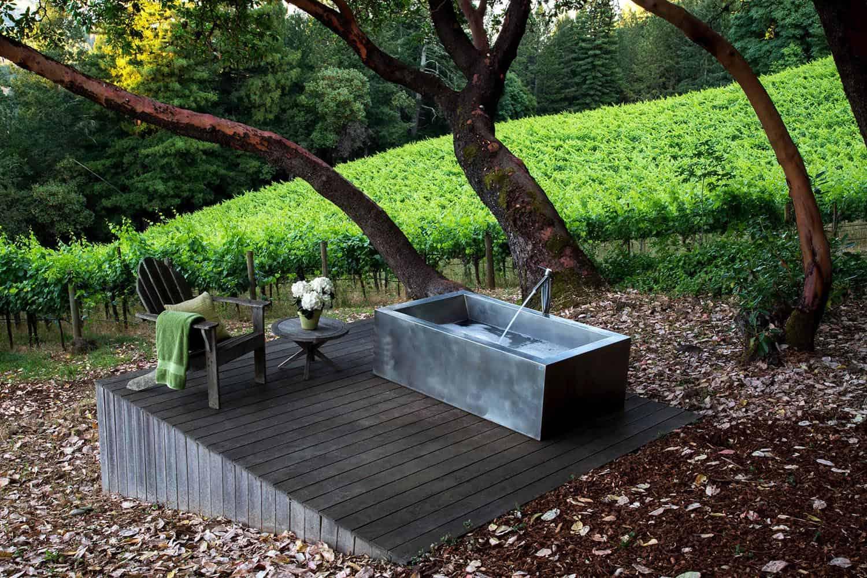 outdoor-tub-bathroom