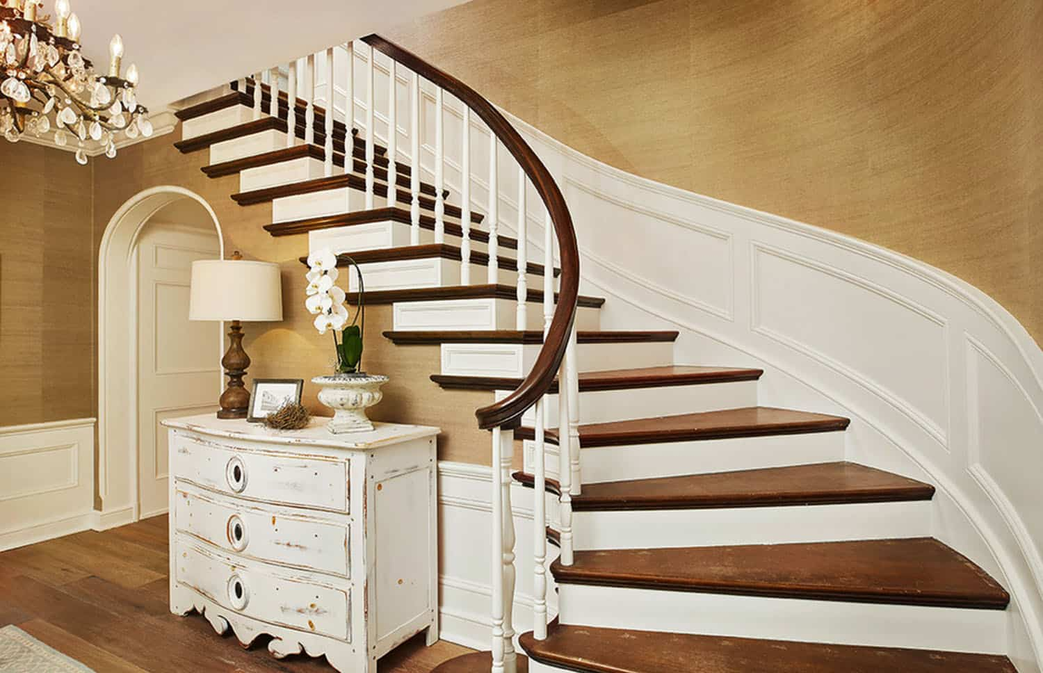 traditional-style-staircase