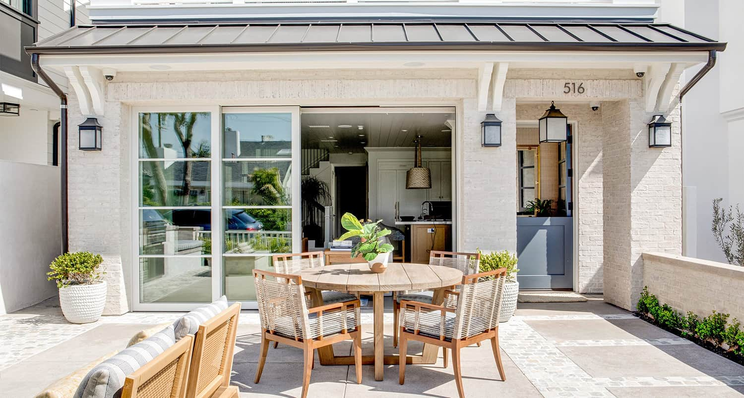 transitional-coastal-home-patio