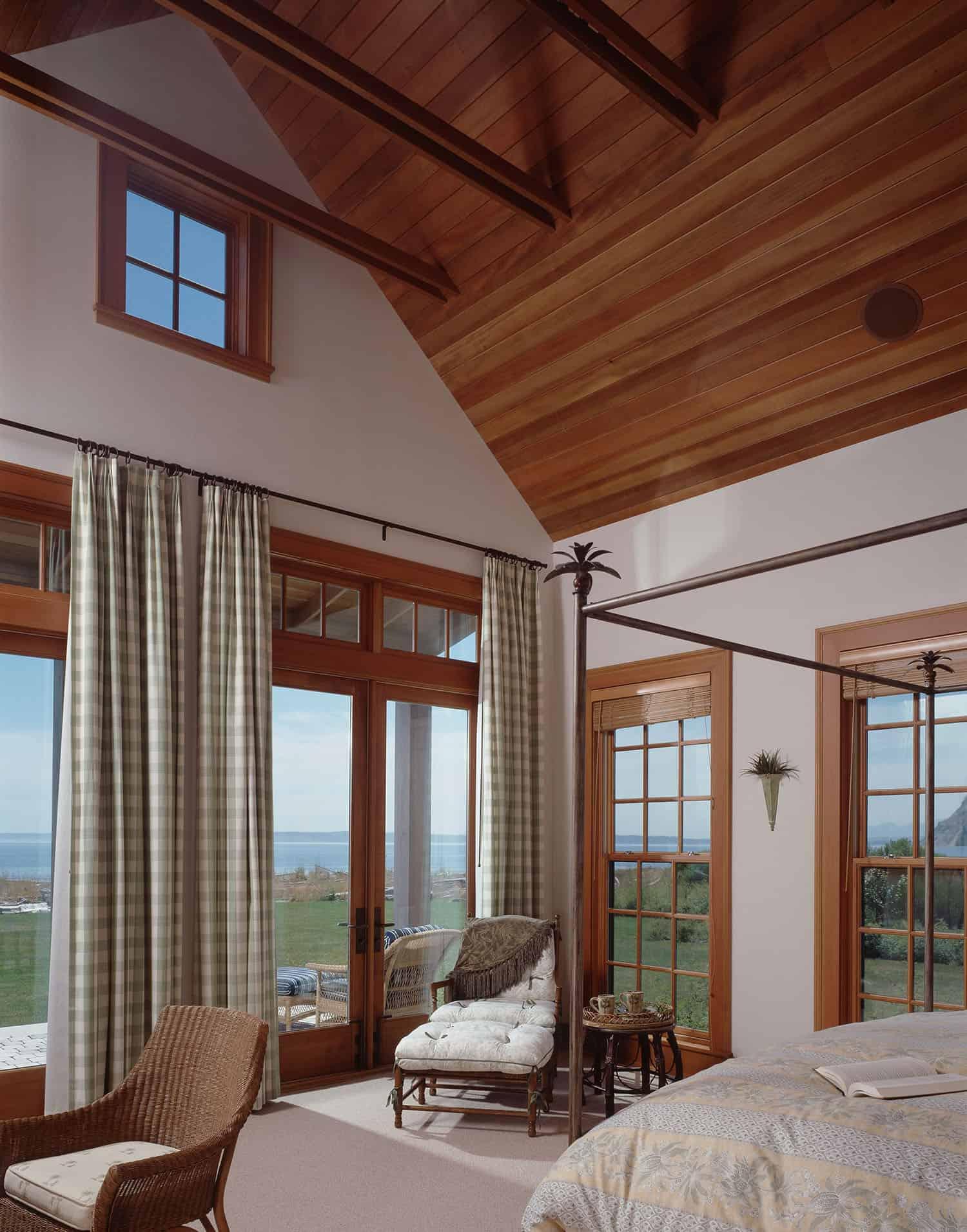 beach-house-style-bedroom