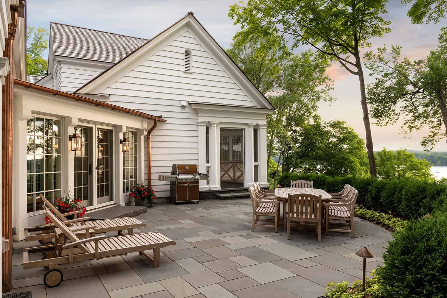 colonial-style-home-patio