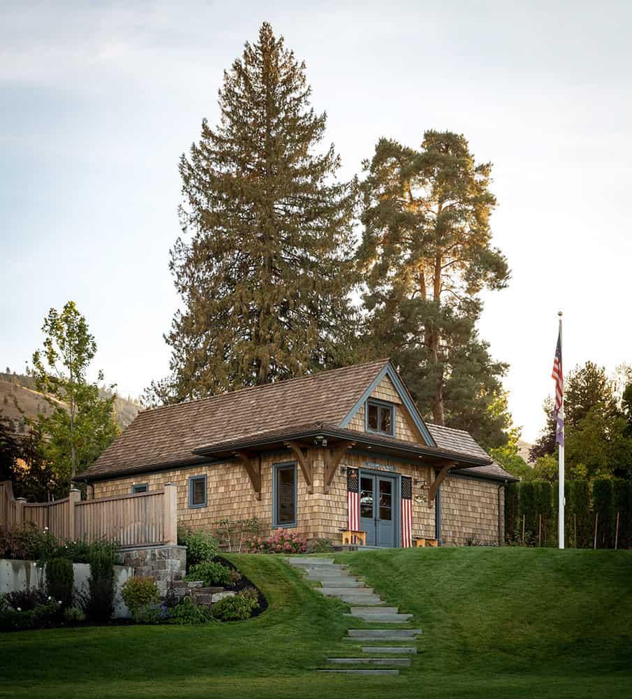 contemporary-lake-house-cabin