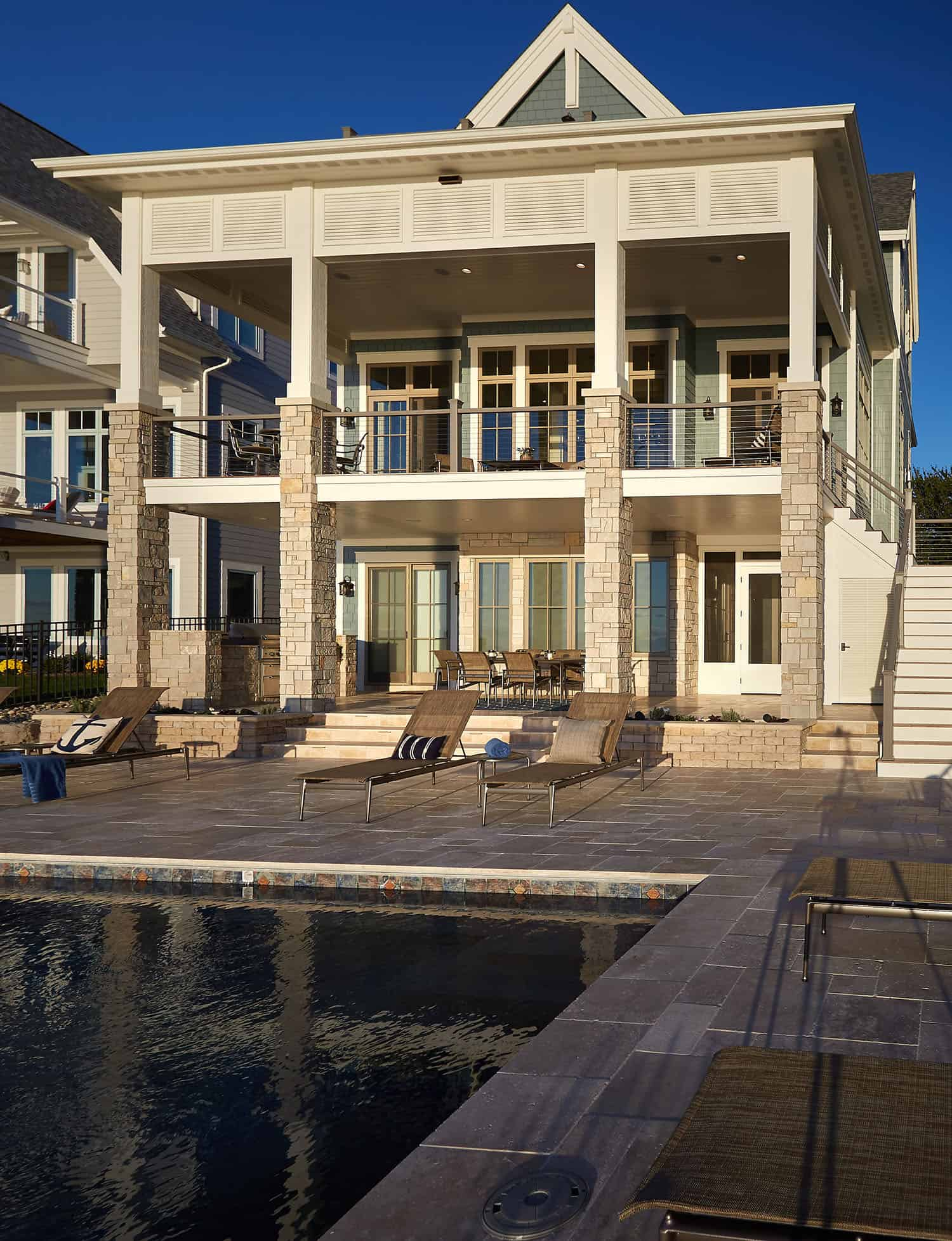 traditional-lakefront-pool