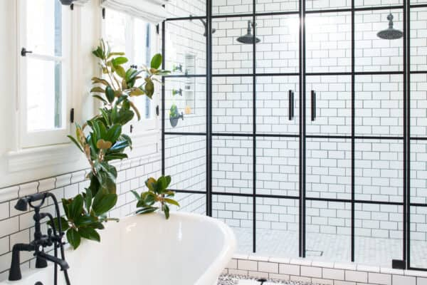 featured posts image for 18 Drool-Worthy Bathrooms Decked Out With Gorgeous Flooring