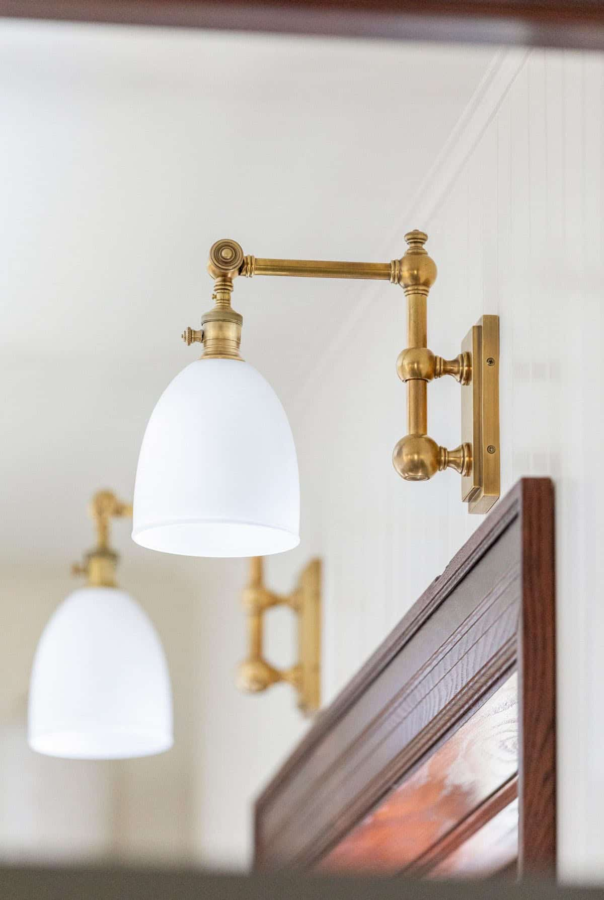 transitional-kitchen-wall-sconce