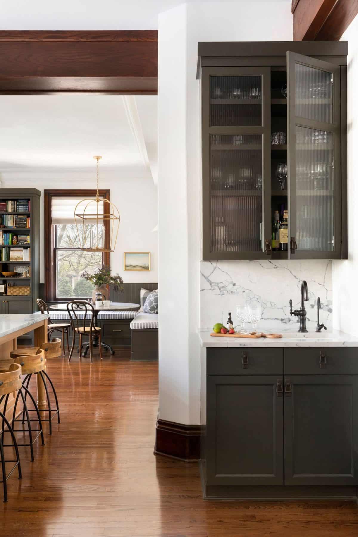 transitional-kitchen-bar