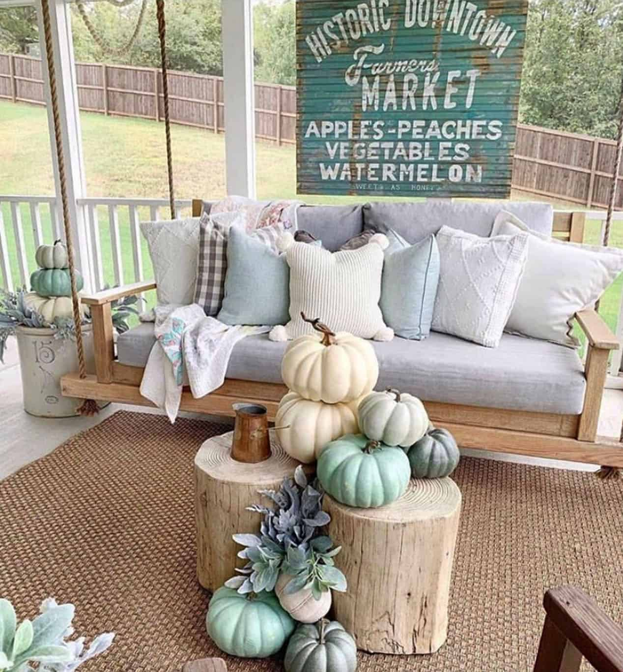 20 Beautiful And Festive Fall Front Porch Decorating Ideas