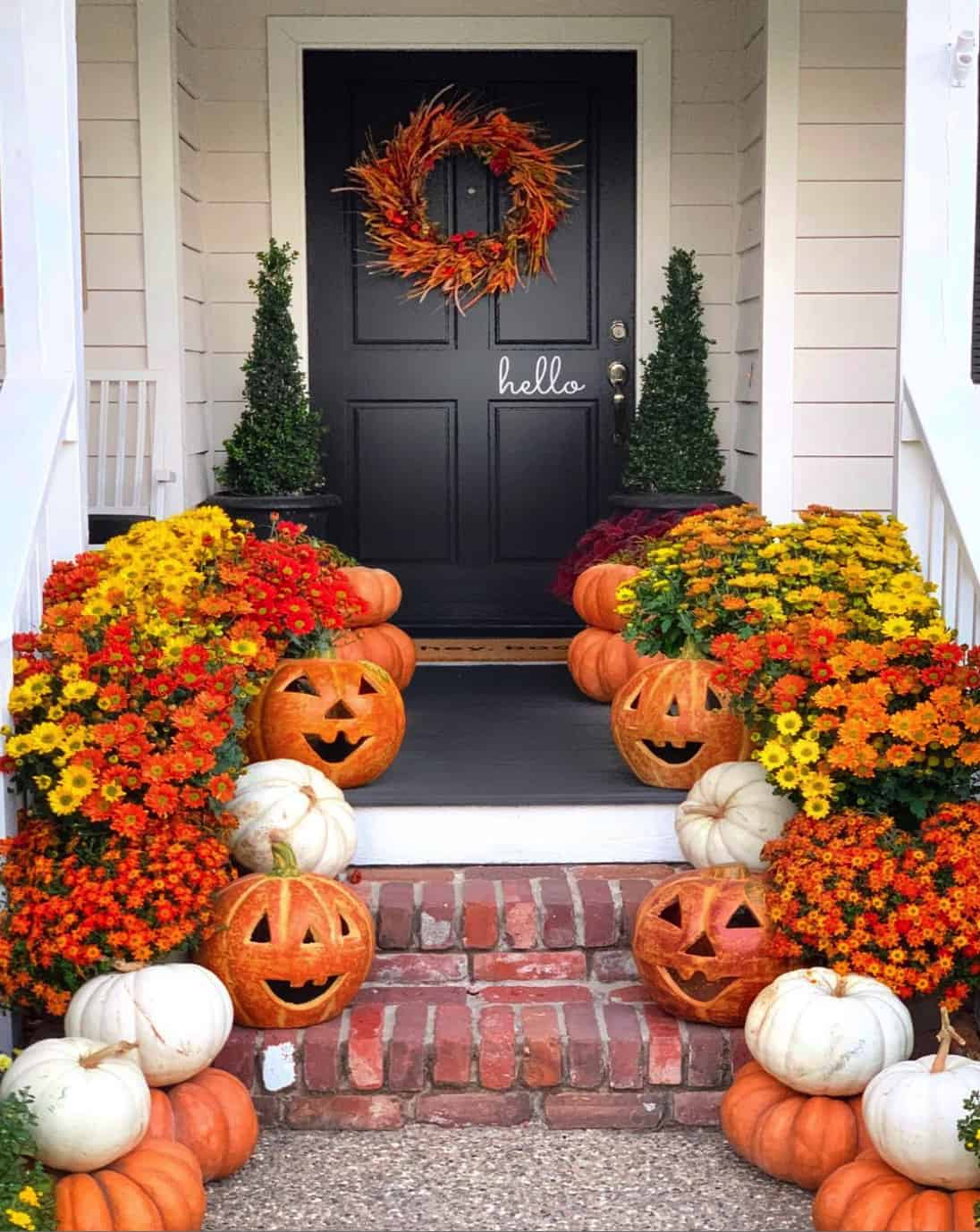 fall-decorated-front-porch-entry