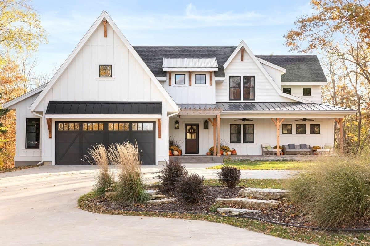 modern-casual-farmhouse-exterior
