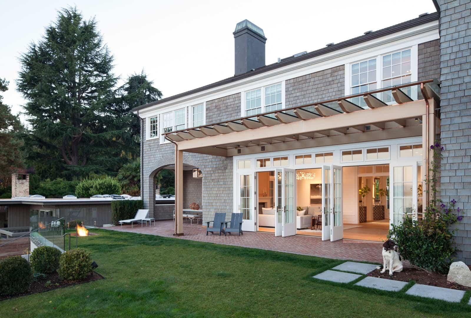 georgian-style-home-exterior-patio