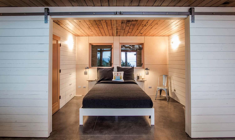 cabin-rustic-bedroom