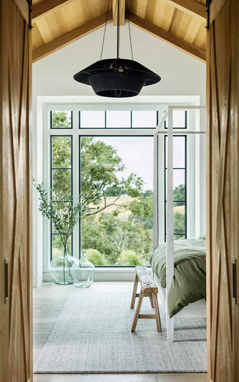santa-barbara-country-style-bedroom