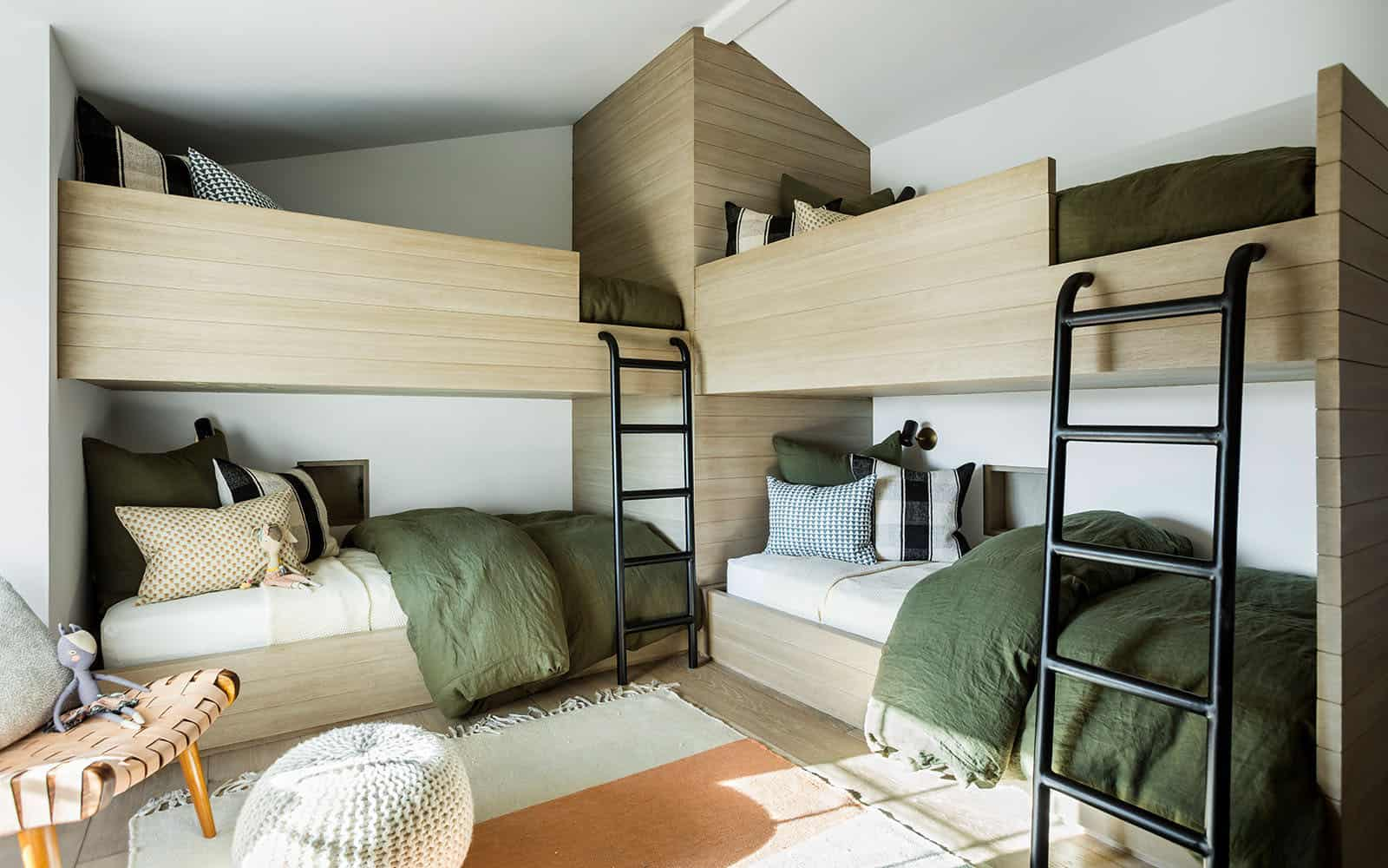 santa-barbara-country-style-bunk-bedroom